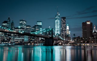 Обои East river, Manhattan Bridge, New York City, огни, мост, World Trade Center, Manhattan, дома, cityscape, вечер, река