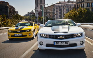 Обои Chevrolet, шевроле, Camaro, EU-spec (V), город, кабриолет, Coupe, жёлтый, Camaro, yellow, Convertible, камаро, EU-spec (V), white, белый, мускул кар, Chevrolet, здания, &, фонарные столбы