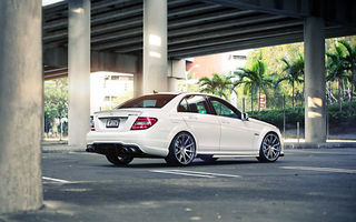 Картинка Mercedes, White, Road, Bridge, Mercedes-Benz, Street, AMG, C63, Wheels, Sedan, Tuning, Palm, Power