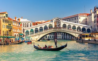 Обои Венеция, panorama, cityscape, город, Italy, мост, view, гондола, travel, Venice, канал, city, gondola, Rialto Bridge, Италия, canal, Europe