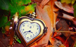Картинка clock, сердце, осень, листья, autumn, love, leaves, dial, часы, hands, стрелки, heart, циферблат