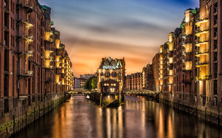Обои the Warehouse District in Hamburg, Germany, дома, река, канал, город