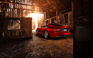 Обои красный, 2013, Dodge, додж, sun, амбар, солнце, гтс, свет, сарай, SRT Viper, red, GTS, light, вайпер