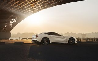 Обои Ferrari, F12, White, Supercar, Bridge, City, Berlinetta, Rear, Sun