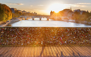 Картинка Paris, seine, river, мост, france, cityscape, cadenas, love, sun, city, leve du soleil, Париж, река, pont des arts, conciergerie