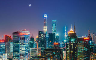 Обои Китай, Oriental Pearl Tower, огни, Shanghai World Financial Center, города, Shanghai Tower, Шанхай, луна, небо, ночь, горизонт