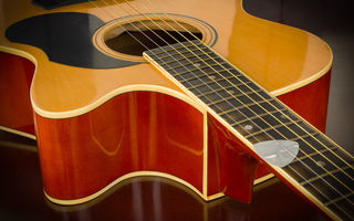Обои guitar, strings, wood