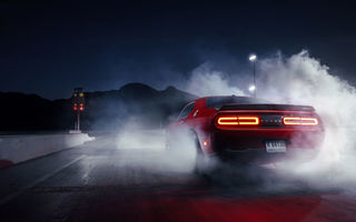 Обои Dodge, Smoke, Challenger, Rear, Drag, Muscle, Red, Car, Hellcat