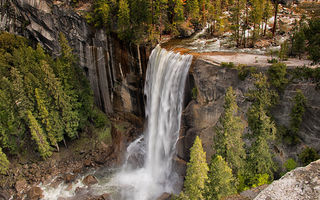 Обои США, Калифорния, California, камни, водопад, Йосемити, USA, скала, лес, Yosemite National Park, деревья