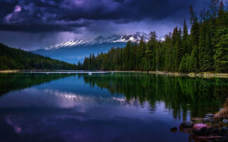 Обои лес, канада, Alberta, canada, Альберта, озеро, forest, lake, reflection, Первое озеро, долина пяти озер, First Lake, Valley of the Five Lakes, отражение