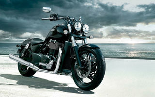 Обои triumph, highway, highball, thunderbird, custom, storm, darkness, мотоцикл, town