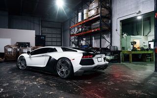 Обои rear, White, adv.1, matte, wheels, Lamborghini, garage, supercar