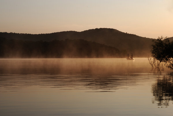 Обои Table Rock Lake, Sunrise, рыбаки, озеро, South West Missouri, утро