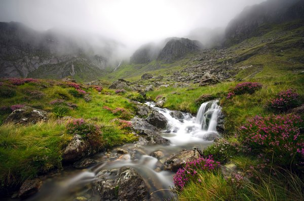 Обои Cwm Idwal, Англия, Уэльс, Snowdonia National Park, Wales, Сноудония, Glyderau, долина, ручей, Snowdonia, горы, England, туман