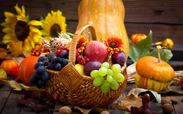 Обои pumpkin, тыква, виноград, grapes, apples, цветы, яблоки, flowers, autumn, корзина