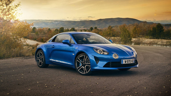 Обои Синий автомобиль Alpine A110 Premiere Edition,на фоне горизонта